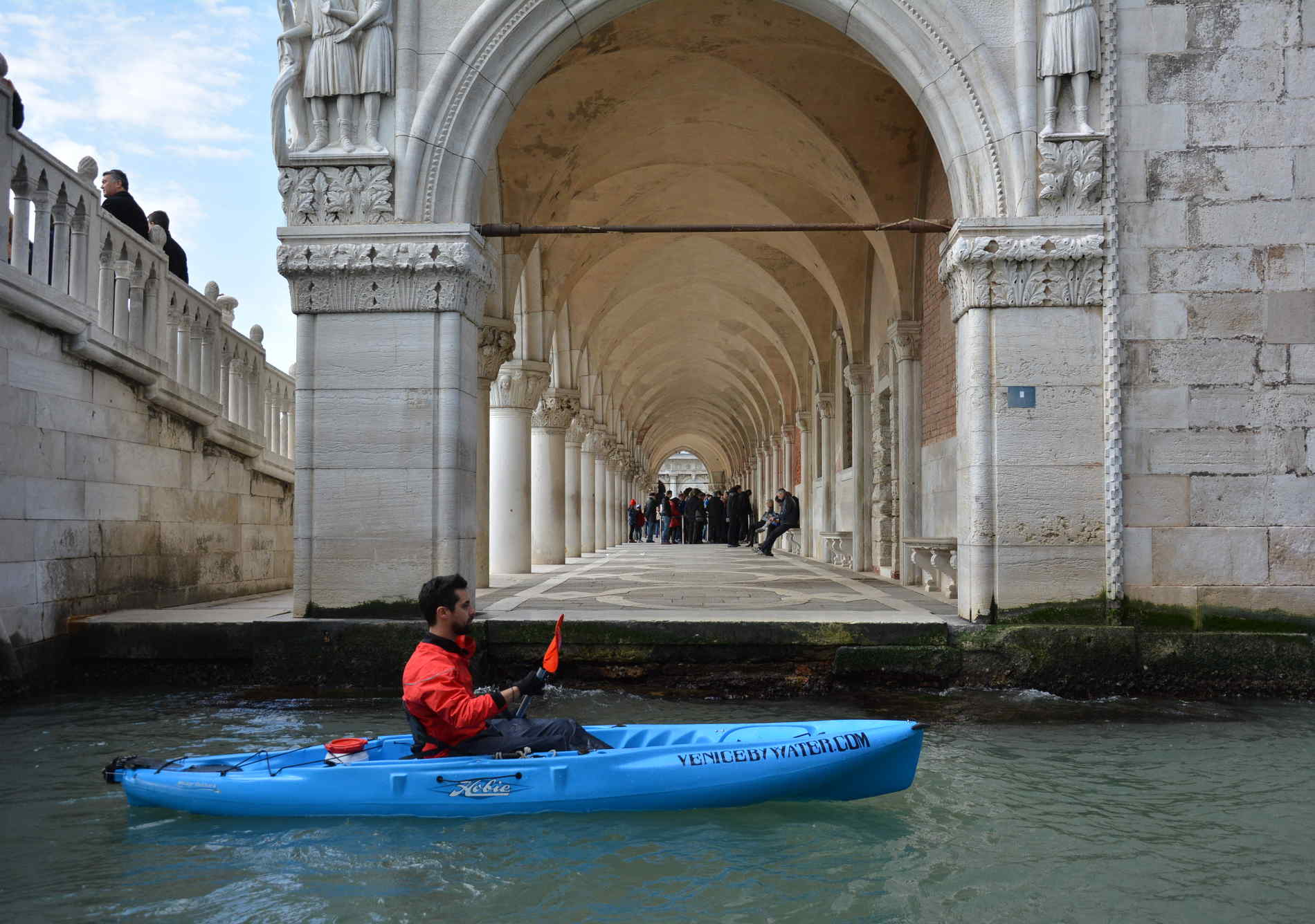 Kayak in Venice to discover unknown corners of the city