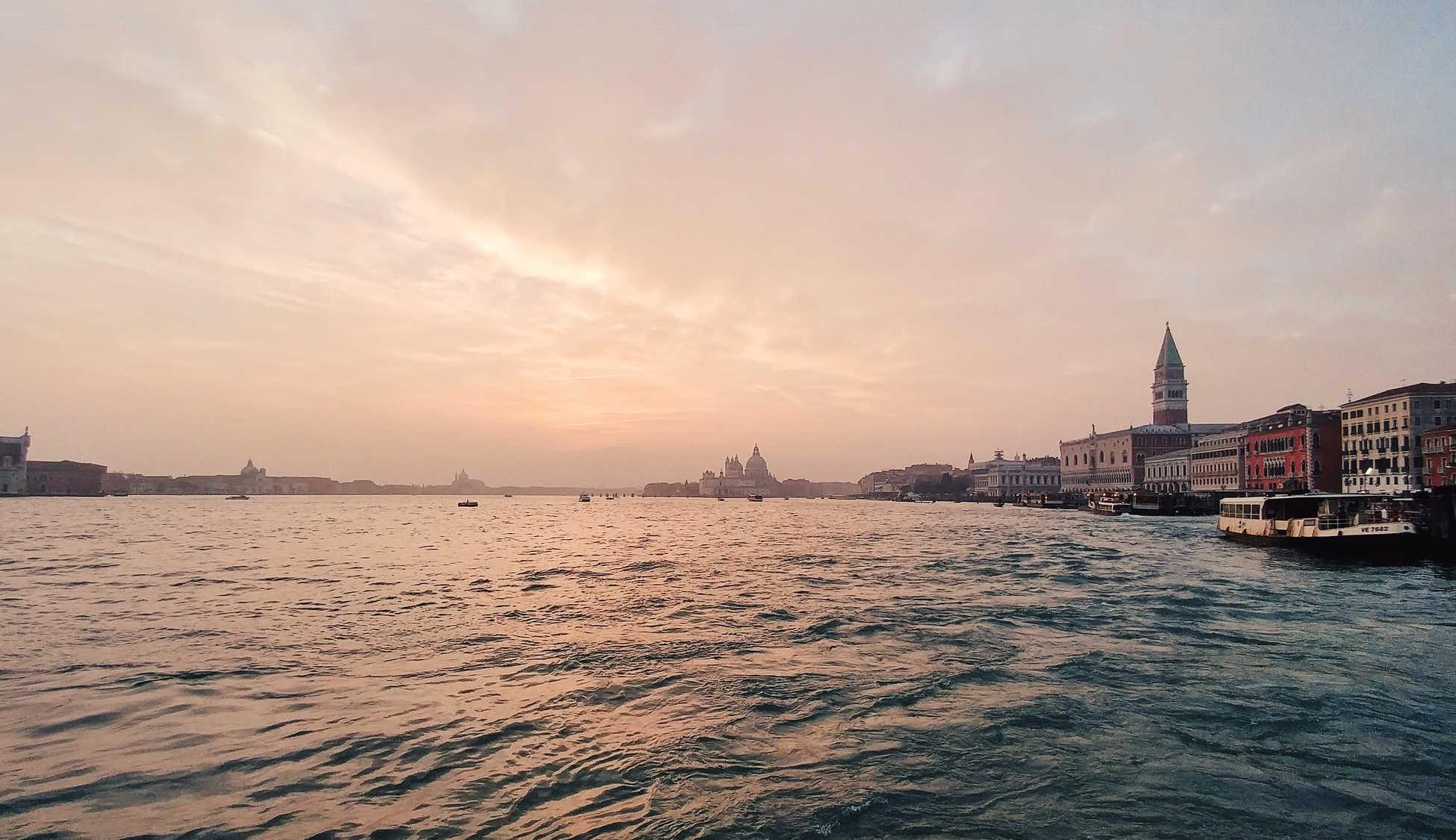 éprouver Venise au coucher du soleil