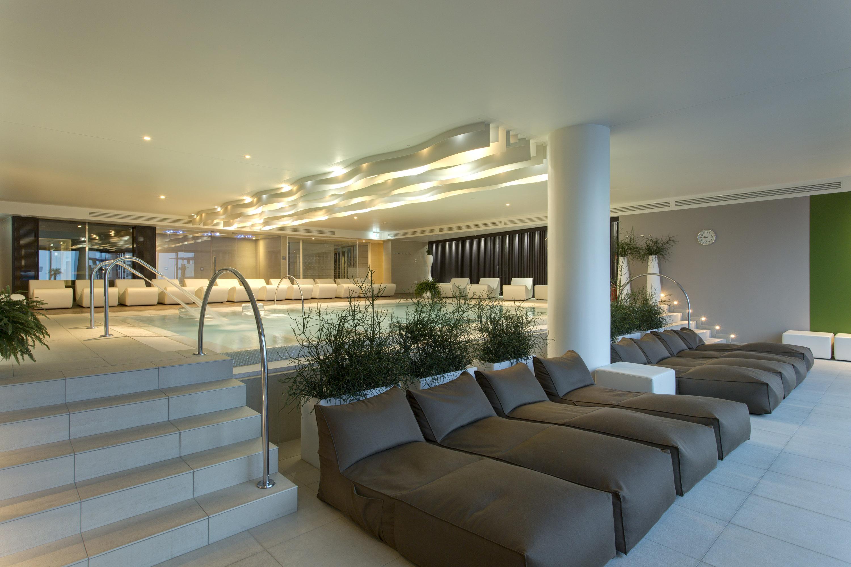 The hot tub area of the Almablu Wellness & Spa